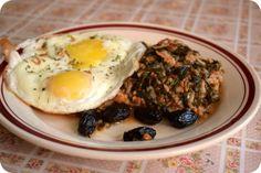 Oua ochiuri pe mancare de spanac la Miercurea fara carne Brie, Eggs, Breakfast, Ethnic Recipes, Morning Coffee, Egg, Egg As Food