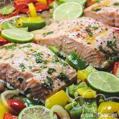 Kaum Zeit zum Kochen und trotzdem Lust auf ein richtig leckeres Fischgericht? Dann ist dieses einfache Rezept perfekt. Mit der würzig, frischen Marinade und dem knackigen Gemüse schmeckt der Lachs unglaublich gut. Er benötigt nur 10 Minuten im Ofen und die Vorbereitungszeit ist auch kaum der Rede wert. Ein wirklich tolles und gesundes Mittag- oder Abendessen. …
