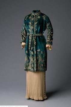 Coat by Mariano Fortuny 1910s Museo del Traje (via OMG That Dress! blog)