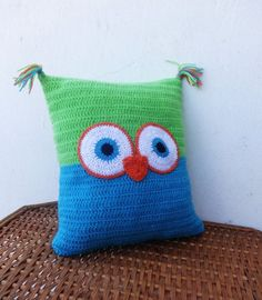 Owl Pillow Crochet Pillow Funny Pillow by CrazyButterflies on Etsy Crochet Owl Pillows, Crochet Cushion Cover, Crochet Owls, Crochet Home, Cute Crochet, Crochet Crafts, Crochet Projects, Funny Pillows, Baby Pillows