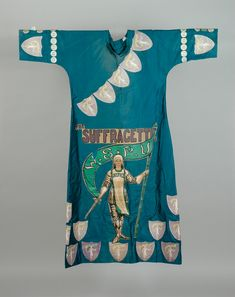 Suffragette campaigner Leonora Cohen made this dress to wear to the Arts Society Ball in 1914. http://secretlivesofobjects.blogspot.com/2011/10/woman-of-substance.html