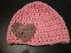 Crochet hat with heart {Tutorial}