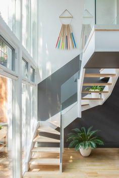 quelle peinture choisir pour le couloir avec escalier en bois clair