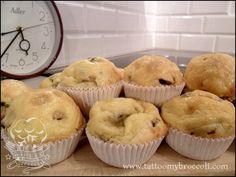 Delicious cheese, green peas and mushroom muffins recipe. Green Peas, Muffin Recipes, Broccoli, Really Cool Stuff, Muffins, Stuffed Mushrooms, Good Food, Cheese, Tattoo