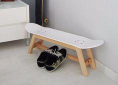 Upcycling Bank aus einem alten Skateboard, Deko für den Flur und Geschenkidee für Skateboarder. Geschenke kaufen von Skate-Home via DaWanda.com