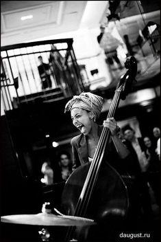 Esperanza Spalding birthday Esperanza Spalding, Soul Jazz, Jazz Artists, Jazz Musicians, The Melting Pot, Mundo Musical, The Blues Brothers, Foto Transfer, Pop Rock
