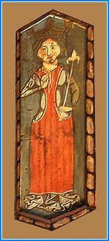 Una nueva representación de la realeza se encuentra en este hexágono. Se trata de una reina vista de frente, de pie con corona y cetro en la mano izquierda terminado en forma de flor de lis. Viste brial largo y manto atado con cuerdas. Esta es la única representación de reina cuya identificación como tal es segura, ya que las otras dos que se relacionan con reinas son dudosas al estar muy alteradas.
