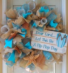 Very full, well-made wreath is made using three kinds of deco mesh: natural stiff burlap; light blue and natural striped soft burlap; Diy Wreath, Burlap Wreath, Wreath Ideas, Beach Crafts, Diy Crafts, Deco Mesh Crafts, Flip Flop Wreaths, Nautical Wreath, Shell Wreath