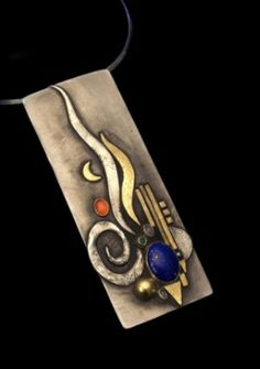 Pendant   Linda Ladurner. Gold, silver, lapis lazuli, carnelian, emerald, moonstone.