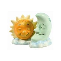 Sun & Moon salt 'n' pepper shakers Salt N Pepa, Salt And Pepper Set, Novelty Items, Salt Pepper Shakers, Kitsch, Tea Pots, Whimsical, Stuffed Peppers, Antiques