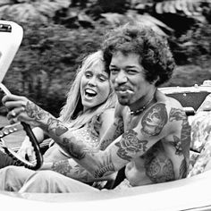 This is Jimi Hendrix he is a rockstar Legend. He is the definition of . As he gave us great music like Purple haze. In this pictue you clearly see Jimi being Jimi. Janis Joplin, Affiche Jimi Hendrix, Music Icon, My Music, Rock And Roll, Jimi Hendricks, Historia Do Rock, Blues, Jimi Hendrix Experience