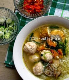 Just Try & Taste: Bakso Ayam Spesial Rice Recipes, Asian Recipes, Beef Recipes, Soup Recipes, Ethnic Recipes, Yummy Recipes, Indonesian Desserts, Indonesian Cuisine, Chicken And Beef Recipe
