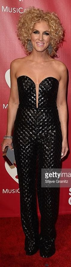 CRISTALLINI #RedCarpet #Jumpsuit #BlackStyle #Glamour #EveningStyle #Resort2016 Simply Beautiful, Beautiful Women, Famous Singers, Tv Presenters, Women Life, Everyday Outfits, Stylish Outfits, Red Carpet, Jumpsuit