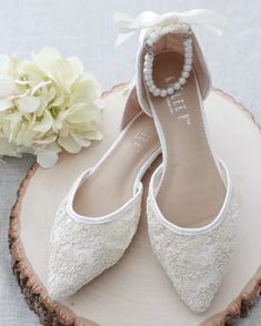 Emmaline Bride - Handmade Wedding Blog It's Monday and we're kicking off the new week with a pair of gorgeous bridal flats! We spotted these lace pointed toe flats at KaileeP and we think they're the… Handmade Wedding Blog Bridal Flats, Wedding Flats, On Shoes, Lace Shoes, Bridesmaid Shoes, Pointy Toe Flats, Ballerina Shoes, Bride Shoes, Womens Flats