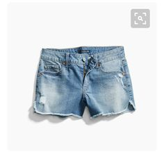 I like the split side hem and color of these shorts.