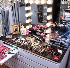 Make-up stand vanity idea
