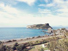 Ah a Itália... Oh Italy...  #italy #italia #praiaamare #landscape #paisagem #world #mundo #infltr #nicepic #bluesky #ceuazul #sea #mar #photography #photooftheday #fotografia #fotododia #beautifulday #instagram #instaphoto #cosenza #calabria #tyrrheniansea #martirreno #beach #praia Italy Italy, Beautiful Day, Monument Valley, Sea, Landscape, World, Photography, Travel, Instagram