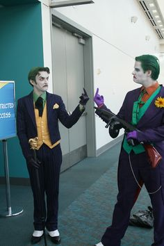 gif batman the joker cosplay 1000 joker comic-con my husband basically anthony misiano Batman Cosplay, Dc Cosplay, Best Cosplay, Cosplay Costumes, Joker Comic, Anthony Misiano, Personnage Dc Comics, Dc Memes, Avengers