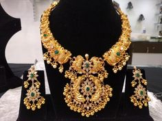 Extremely Traditional & Temple Necklace Set with Earrings in Silver and Gold Polish – Indian Jewelry for Weddings – Bridal Jewelry Extrem traditionelle & Tempel Halskette mit Ohrringen in Silber und 24 Karat Gold Polnisch – Indien Hereford, Indian Wedding Jewelry, Indian Jewelry, Indian Bridal, Infinity Necklace, Necklace Set, Short Necklace, Gold Jewellery Design, Silver Jewelry