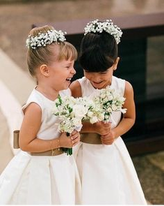 """171 curtidas, 8 comentários - Mariée Weddings {Casamentos} (@mariee_weddings) no Instagram: """"Pegue o lencinho: Noiva faz surpresa emocionante para o noivo no altar!  . . Esse momento tocante…"""""""