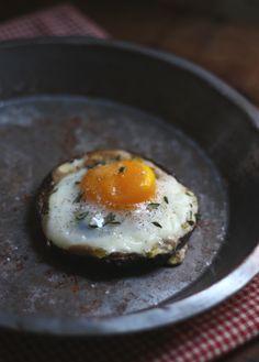 Farm Egg in Portobello Mushroom with Fresh Thyme #recipe #breakfast #brunch