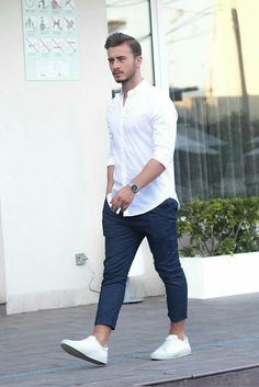 Fantastic everyday outfit formulas, simple street style looks for men.bl… The post everyday outfit formulas, simple street style looks for men. appeared first on 99 Hairstyles . Simple Street Style, Street Style Looks, Street Style 2017, Mode Masculine, Casual Wear, Casual Outfits, Men Casual, Smart Casual, Casual Chic
