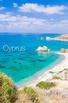 Slnkom zaliate pobrežie, voňavé lesy a unikátne pláže, ktoré patria k najčistejším v celej Európe, to je Cyprus. Dovolenkujte v obľúbených destináciách Protaras, Ayia Napa na južnom Cypre alebo v severnej oblasti Bafra. Cyprus, Lesy, One Moment, Bratislava, Beach, Water, Top, Outdoor, Naturaleza