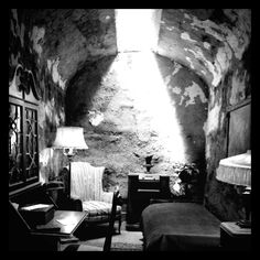 Only Al Capone's jail cell would look like this