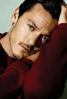 Oh my sweet goodness this man is gorgeous! Those eyes, Luke Evans, should be illegal!