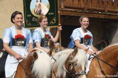 """Trachtenverein GTEV D'Buchwälder Übersee - Leonhardiritt. Local costume group """"GTEV D'Buchwälder"""" in Übersee."""