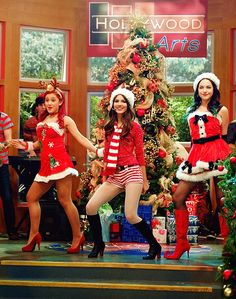 Who remembers these sexy outfits? Cat Valentine Outfits, Victorious Nickelodeon, Icarly And Victorious, Ariana Grande Facts, Tori Vega, Jade West, Elizabeth Gillies, Badass Women, Celebrity Dads