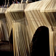 Christo and Jeanne-Claude   Projects   The Pont Neuf Wrapped