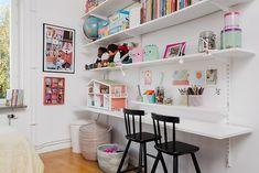 Barnrum - Björkhagen Ikea Algot, Playroom Shelves, Playroom Organization, Ikea Kids, Toy Rooms, Kid Table, Big Girl Rooms, Kids Bedroom, Interior