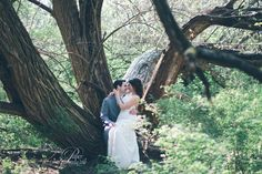 engagement pose, wedding pose, couple pose, style me pretty, kansas city wedding photography, www.papercranephoto.com