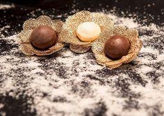 Você sabia que as forminhas de doces fazem toda diferença na decoração da mesa? E os modelos do @ateliehart são as coisas mais lindas desse mundo!!! Passa lá no instagram deles pra ver mais e pedir seu orçamento ! #ateliêhart #guiaceub #ceub #casaréumbarato #casamento #wedding #doces #forminhadedoces #docesdecasamento #formas #forminhas #delícia