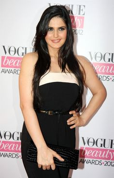 Diana Penty, Gul Panag, Dia Mirza, Ileana D'Cruz, Zareen Khan, and Mandira Bedi at Vogue Awards 2012. | Bollywood Cleavage