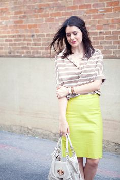 Love the bright yellow paired with the muted top