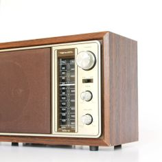Vintage Radio | dotandbo.com  I remember selling this AM/FM Table Radio in the late 70's in my Radio Shack store (2479) on Georgia Avenue in Wheaton, Maryland.  It was a quality receiver with very nice sound reproduction.