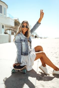 Shop our Sweet South Faded Denim Jacket in Light Wash and add this essential spring staple to your closet! All US orders ship free from Magnolia Boutique. Spring Summer Fashion, Spring Outfits, Summer Denim, Look Vintage, Street Style Summer, European Street Style, Bustier, Emily Ratajkowski, Cute Outfits
