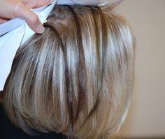 Overgang van geverfd naar grijs haar met lowlights en highlights.