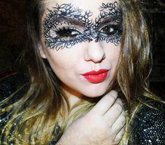 Halloween Make-up: Lace Mask Halloween Make Up, Halloween Face Makeup, Mask Makeup, Maquillaje Halloween, Lace Mask, Venetian Masks, Fancy Dress, Vines, Dressing