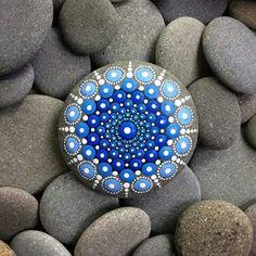 Mandala stone art by Elspeth McLean Mandala Painting, Pebble Painting, Dot Painting, Pebble Art, Stone Painting, Aboriginal Painting, Mandala Artwork, Elspeth Mclean, Art Pierre