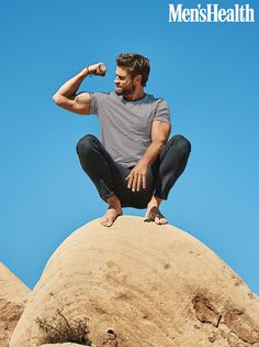 Liam Hemsworth covers the May 2020 issue of Men's Health. Men's Health links up with Liam Hemsworth for its May 2020 cover feature. Liam Hemsworth, Hemsworth Brothers, Miley Cyrus, Mode Masculine, Workout Routine For Men, Workout Men, How To Lean Out, Australian Actors, Operation