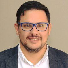 La gobernadora Rosana Bertone decidió apartar del cargo al secretario de comunicación Miguel Vitola y poner en su lugar a Pablo Cabas, quien comenzará en sus funciones el 1° de diciembre.