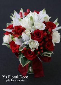 赤と白のクラッチブーケ  @青山の教会 ys floral deco