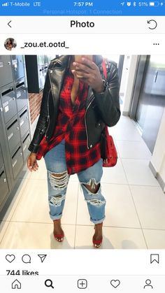 Love the tough girl look of leather jacket and ripped jeans with heels Diva Fashion, Cute Fashion, Fashion Outfits, Womens Fashion, Fashion Hats, Fashion Edgy, Fashion Black, Fashion Vintage, Fashion Ideas