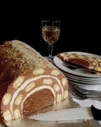 Volim tunel tortu, ovaj put mi se nisu pekle kore pa sam malo zidala :))))) Croatian Cuisine, Croatian Recipes, No Bake Desserts, Delicious Desserts, Yummy Food, Sweet Recipes, Cake Recipes, Dessert Recipes, How To Make Cake