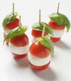 Canapes: tomato mozarella cheese and fresh basil or could replace mozzarella with boccocini cheese Wedding Canapes, Party Canapes, Snacks Für Party, Canapes Ideas, Wedding Appetizers, Food Buffet, Appetisers, High Tea, Finger Foods