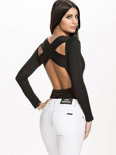 http://nelly.com/pl/odziez-dla-kobiet/odziez/topy/nly-one-1115/criss-cross-back-body-119706-14/
