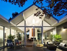 Double Gable Eichler Remodel by Klopf Architecture in interior design architecture Category HOUSE PERFECT! Architecture Design, Plans Architecture, Residential Architecture, California Architecture, Maison Eichler, Eichler Haus, U Shaped House Plans, U Shaped Houses, Modern Courtyard